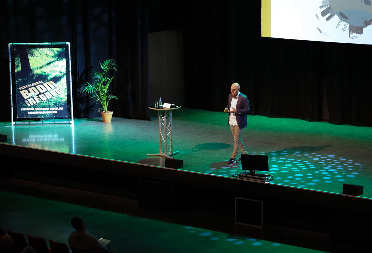 Stefan Junestrand delivering his Keynote speech about Blockchain for Smart Cities and Urban Green Infrastructure at the Boominfodag 2018.